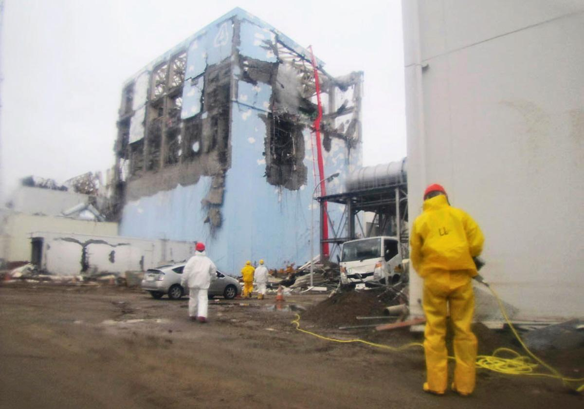 Fukushima Live Reactor Robot Cam goes underneath a REAL EYE OPENER